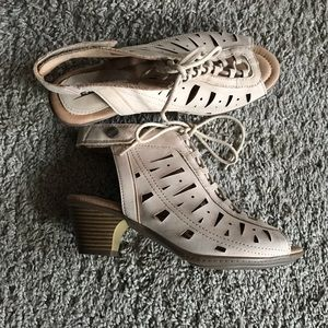 Nude nubuck sandals